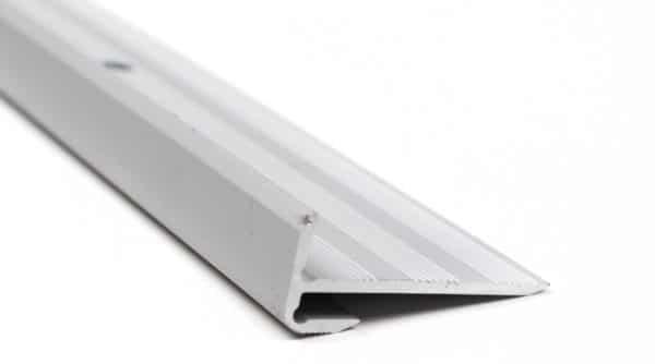 R6407-Alu-trapneus-profiel-28x12x2,5-mm-mat-zilver-01