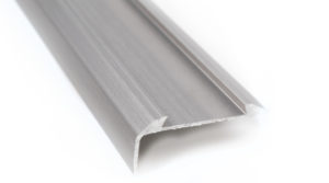 R6615-Alu-trapneus-profiel-45x15-mm-geborsteld-nikkel-01